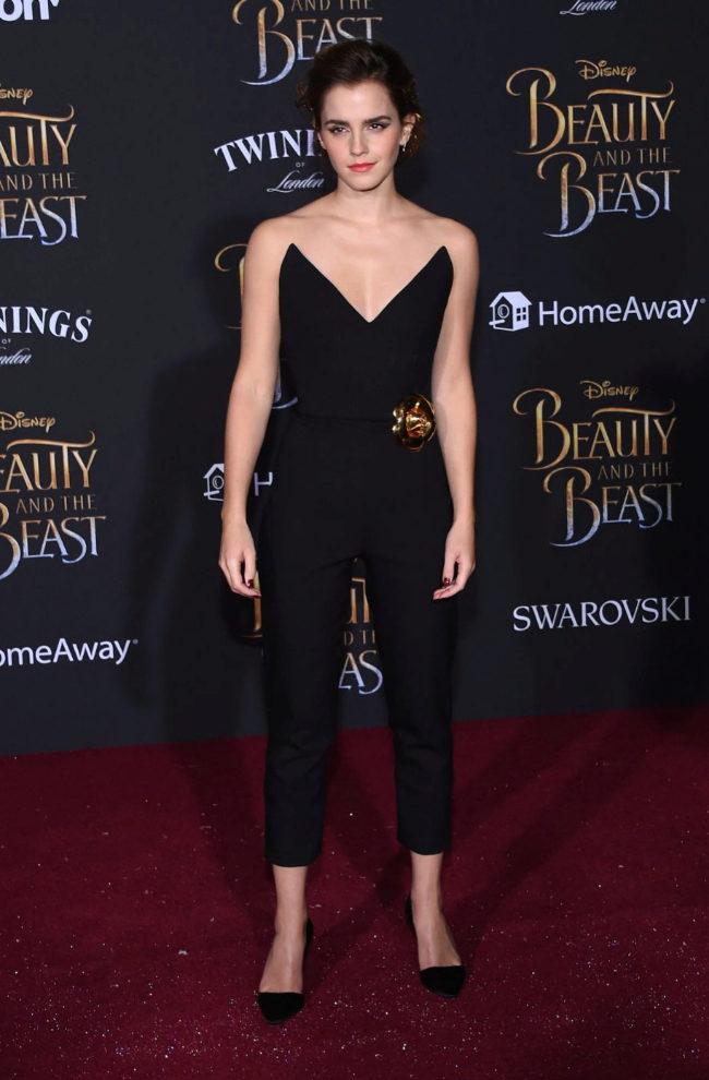 Emma Watson con un mono negro de Oscar de la Renta.