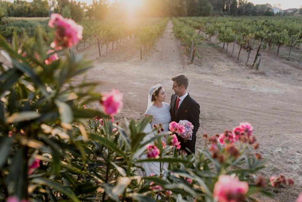 Laura y Santi se casaron en una preciosa boda al aire libre entre...