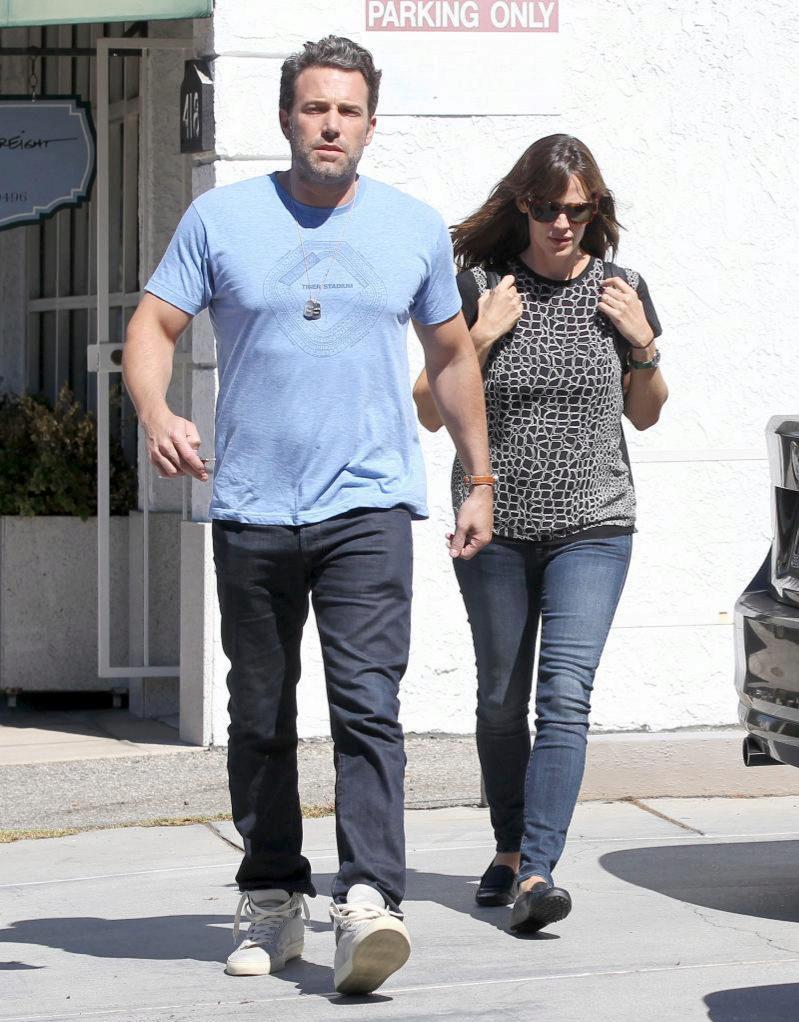 Ben Affleck y Jennifer Garner, dando un paseo por Los Ángeles en...