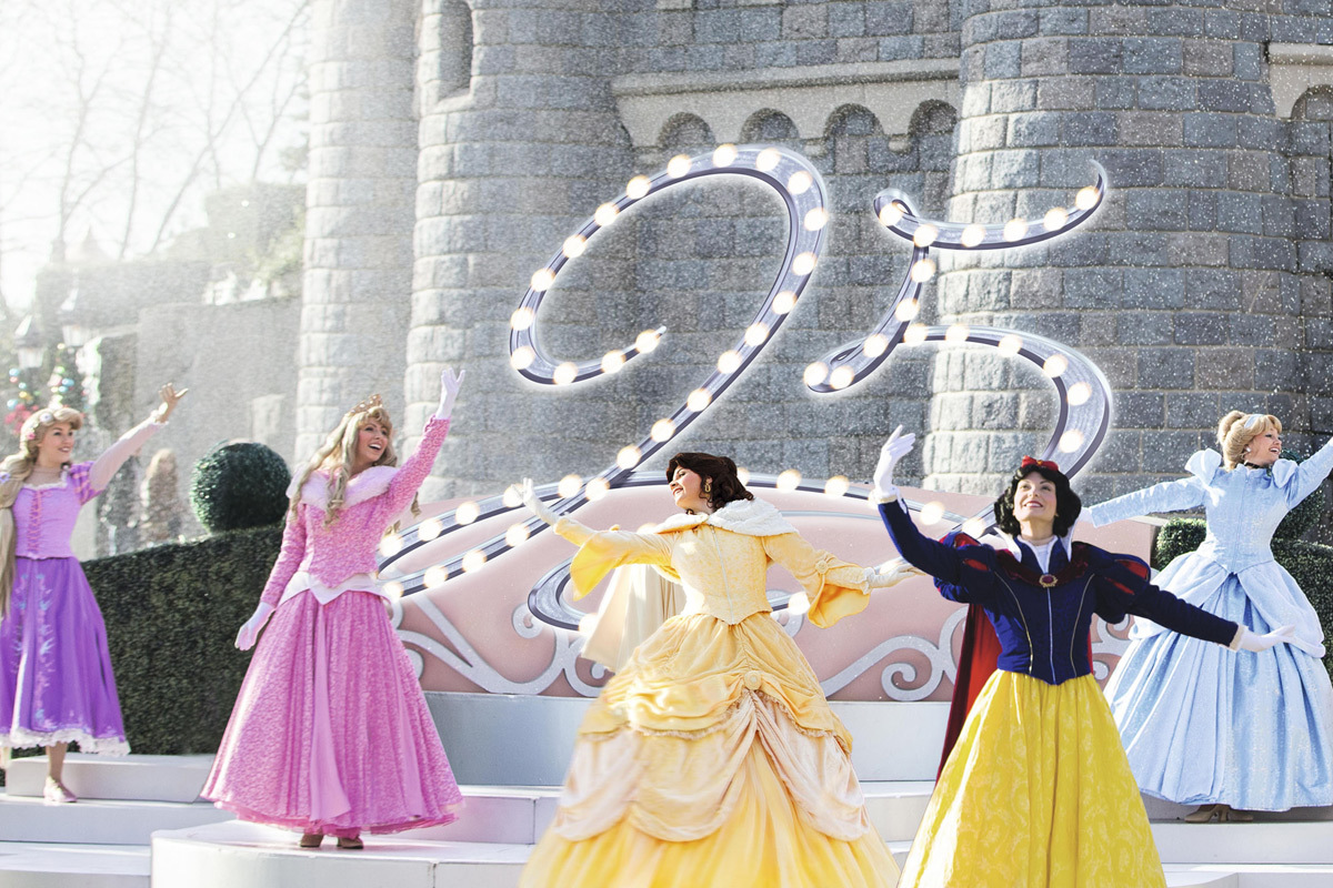 EL vals de las princesas de Disney en Castle Stage, otro de los...