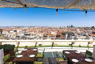 Tartán Roof se sitúa en una de las azoteas más célebres de Madrid:...