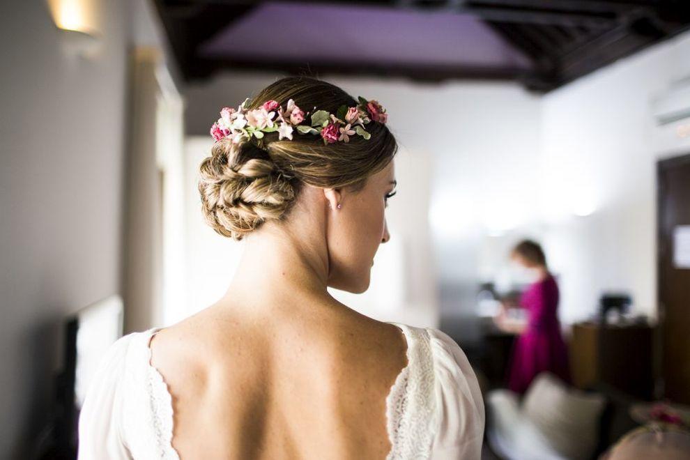 Lorena completó su peinado con una corona de Letouquet, con efecto de...