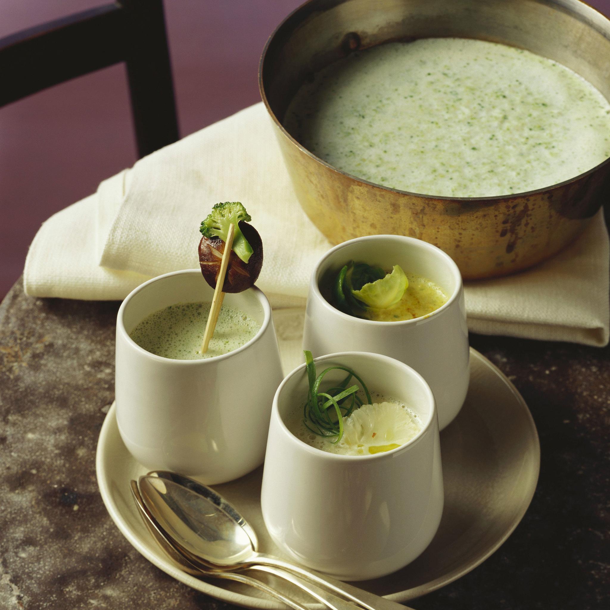 Sopa de guisantes, calabacín y espinacas