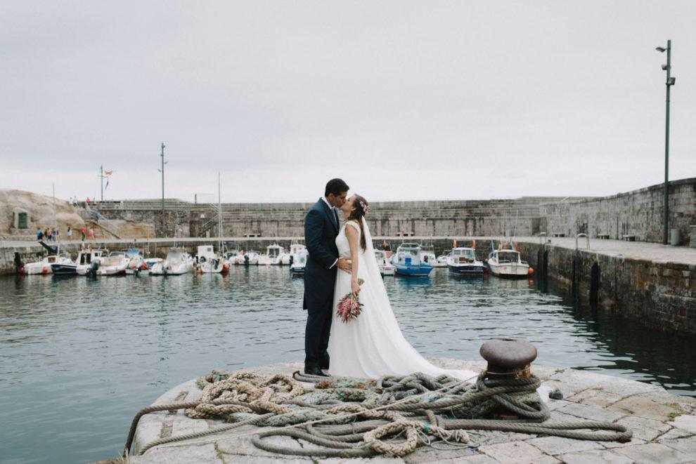 María y Txema se casaron en una sencilla boda en el jardín de una...