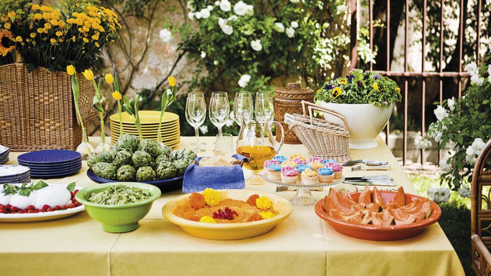 Disfruta de tus mejores platos de primavera al aire libre, una mesa...
