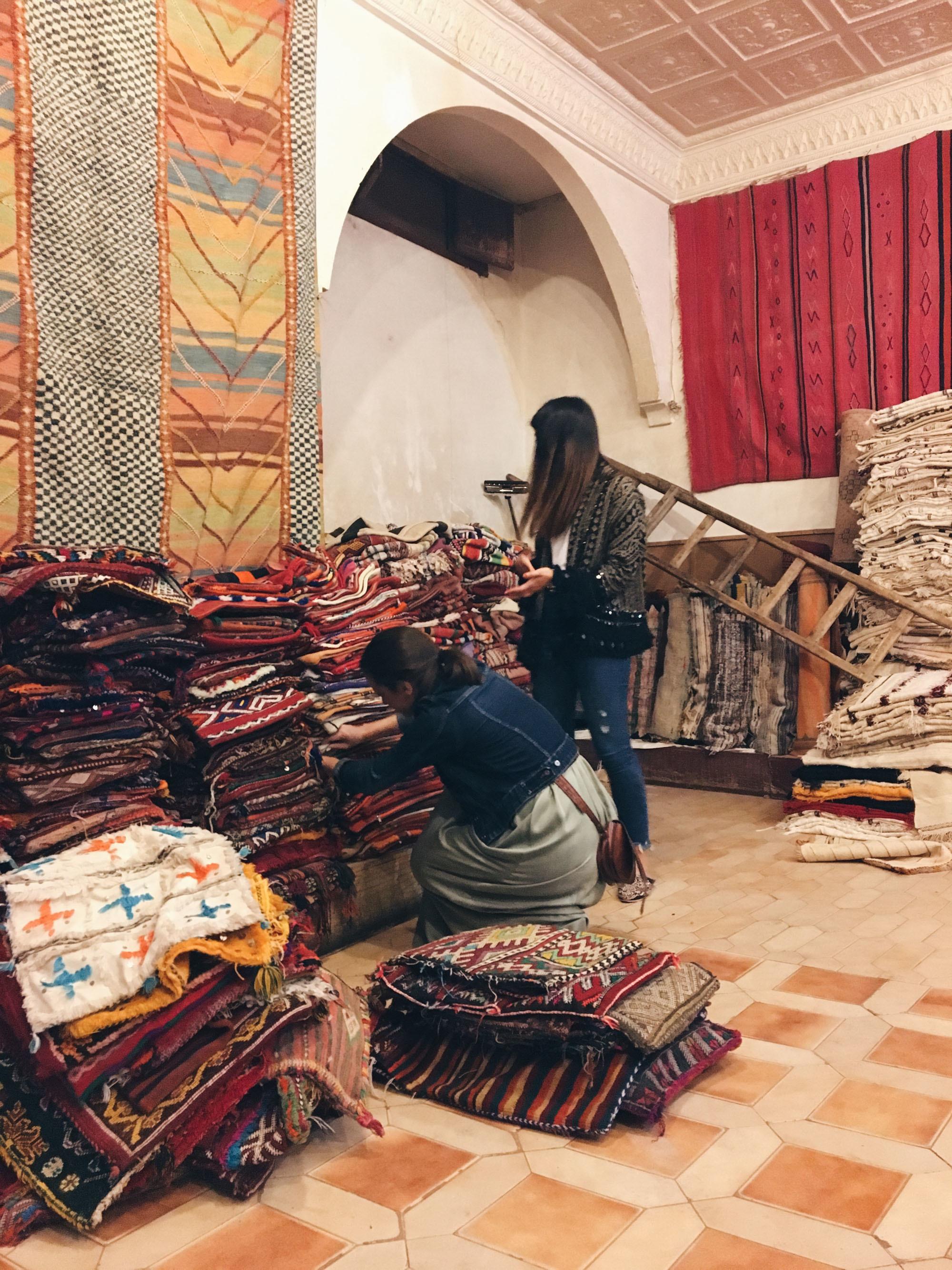 Cojines y alfombras marrakech.