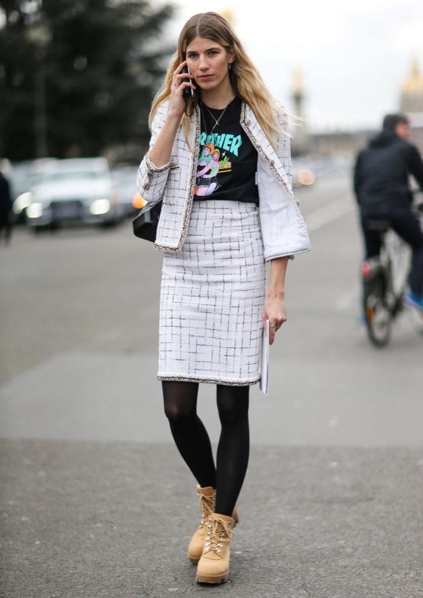 Veronika Heilbrunner combina la suya con un traje de falda y chaqueta.