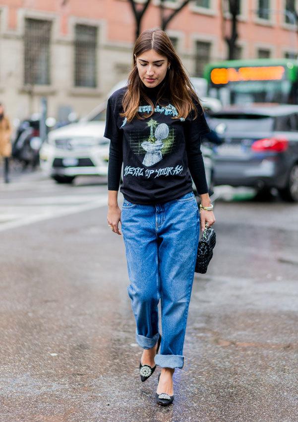 Patricia Manfield con una camiseta rockera.