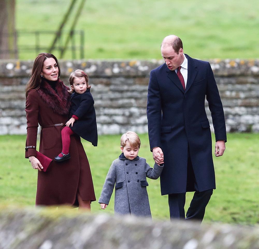 Kate Middleton y el Príncipe Guillermo junto a sus hijos, George y...