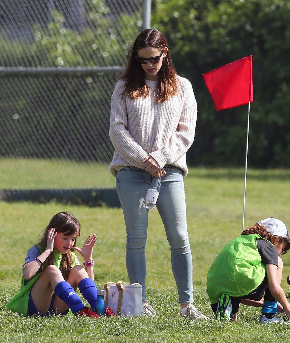 Jennifer Garner junto a una de sus hijas.