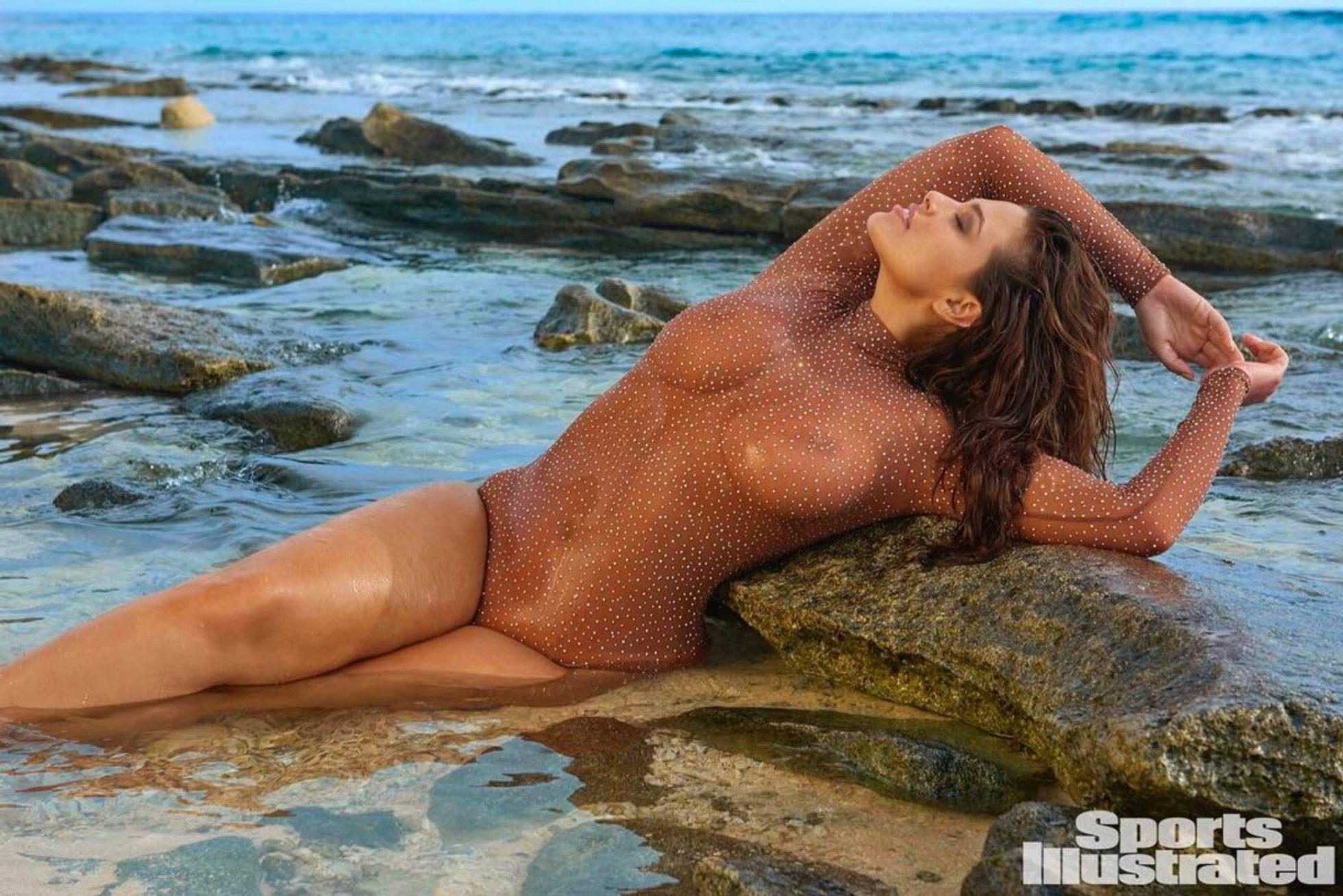 """La nueva sesión de fotos de Ashley Graham para """"Sports Illustrated..."""