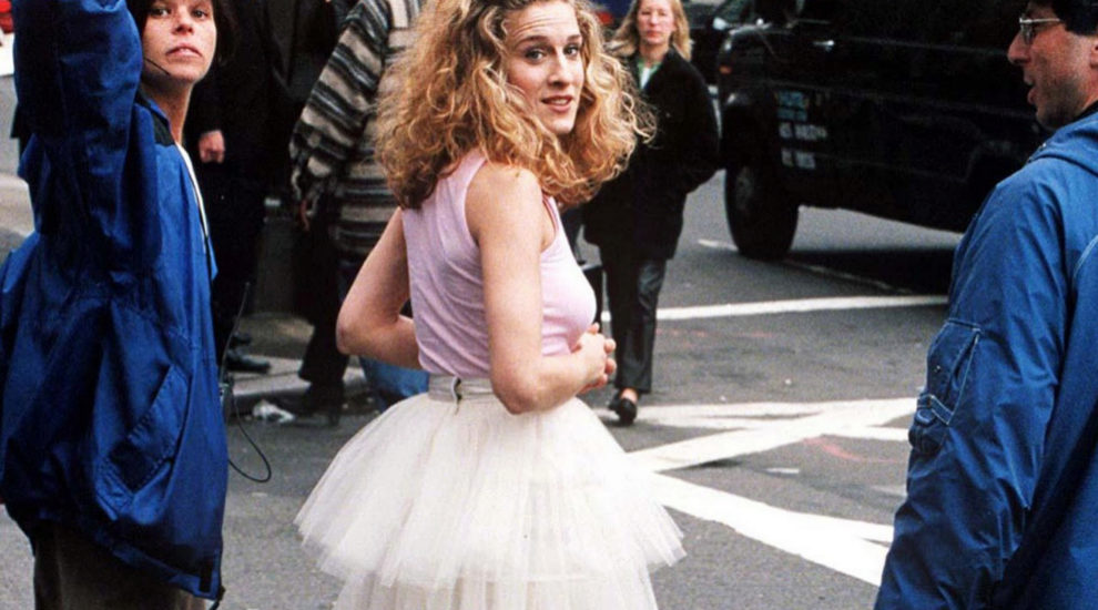Carrie Bradshaw en la cabecera de Sexo en Nueva York