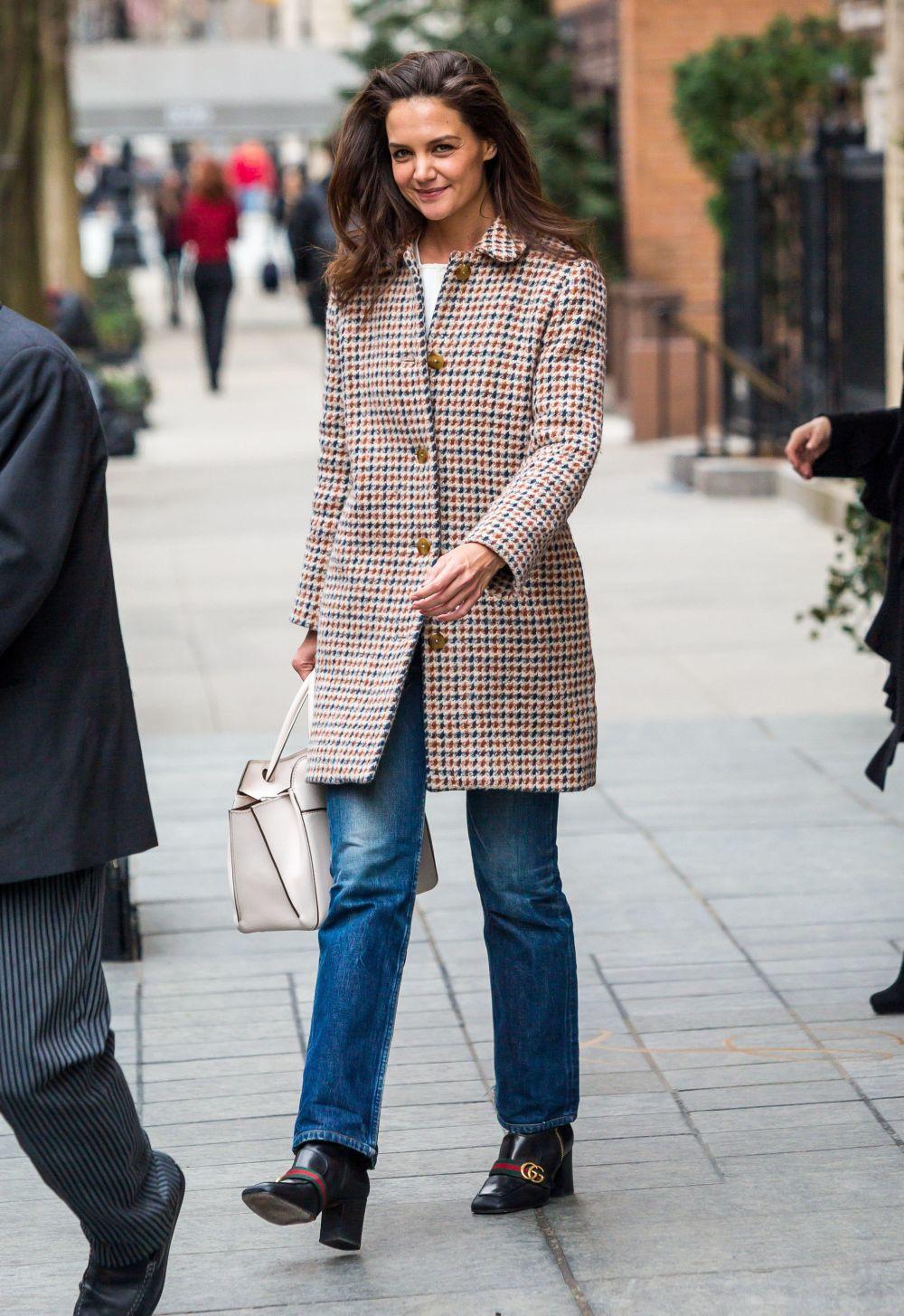 La obsesión por los loafers de Gucci de Katie Holmes ...