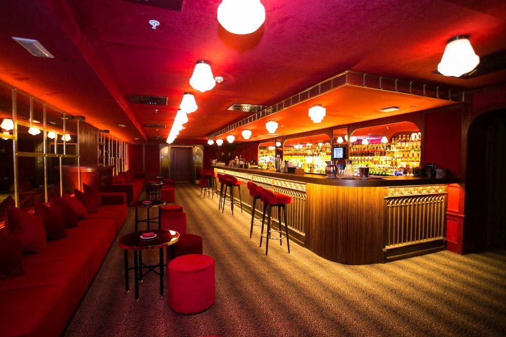Interior del bar clandestino Hemingway.