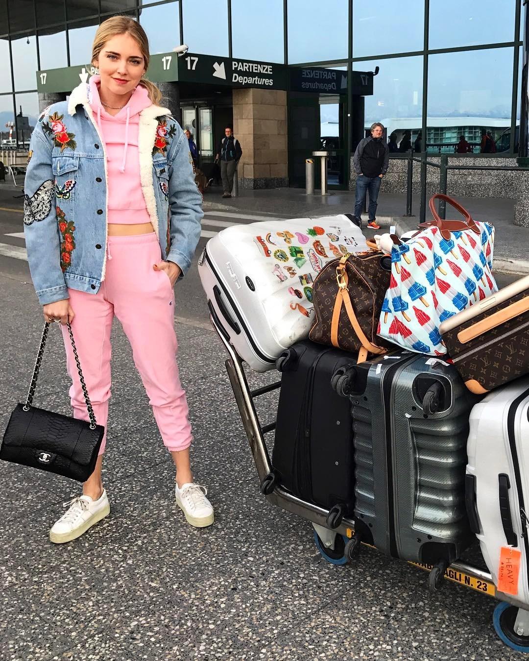 Chiara Ferragni sabe cómo viajar ligera de equipaje.