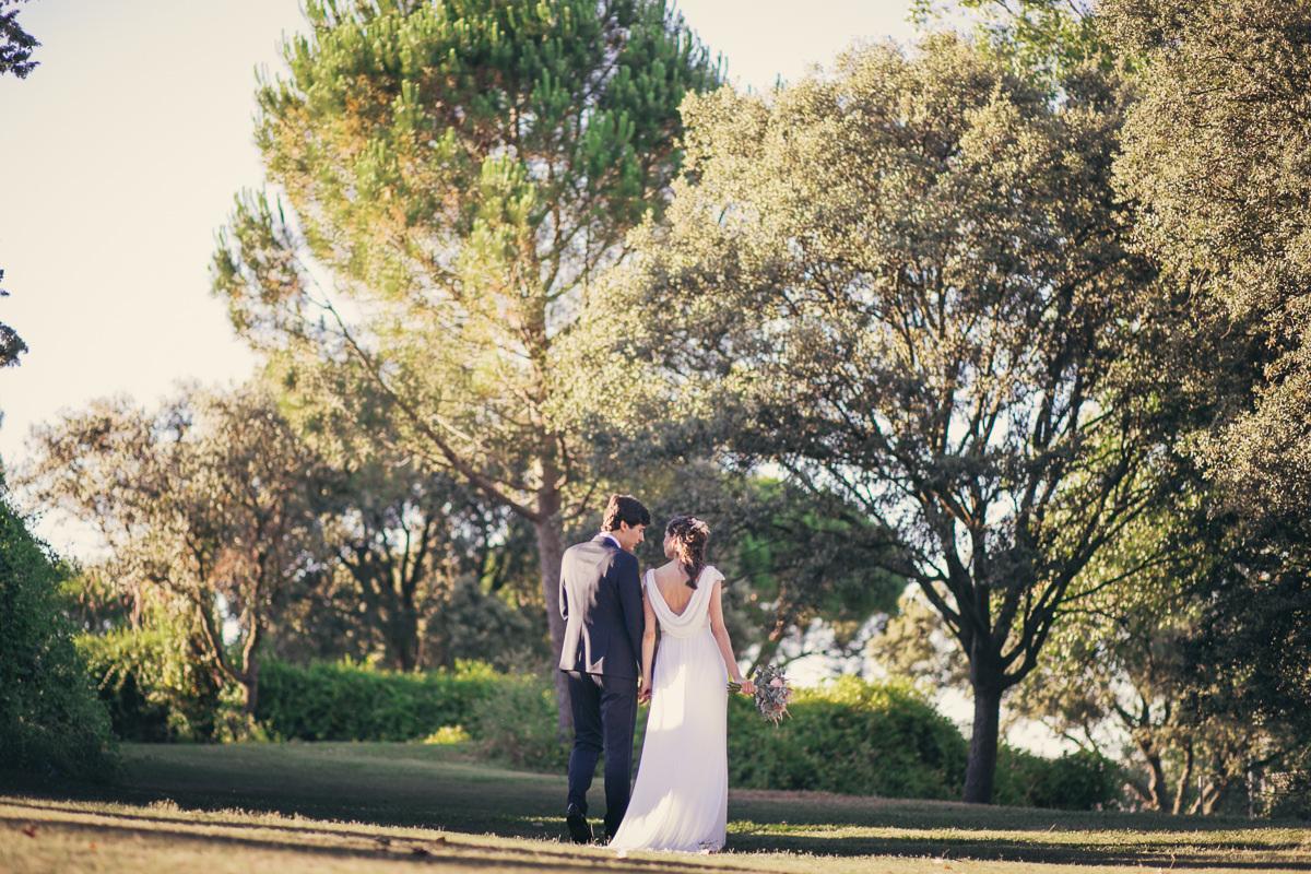 Elsa y Jorge se casaron en una bonita ceremonia al aire libre en un...