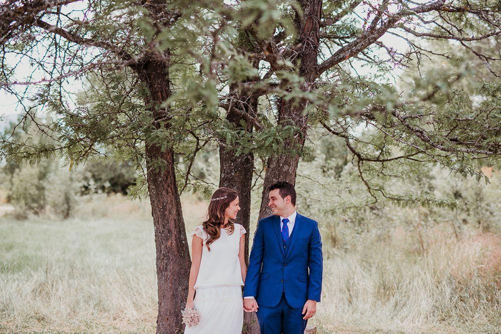 Dani y Bea se casaron en una boda al aire libre en un pueblecito de la...