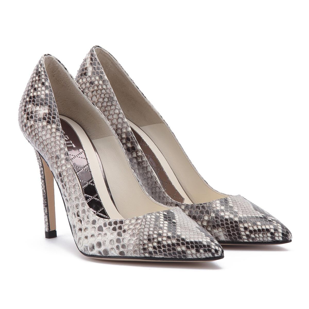 Zapatos de salón de Magrit. 340 euros.
