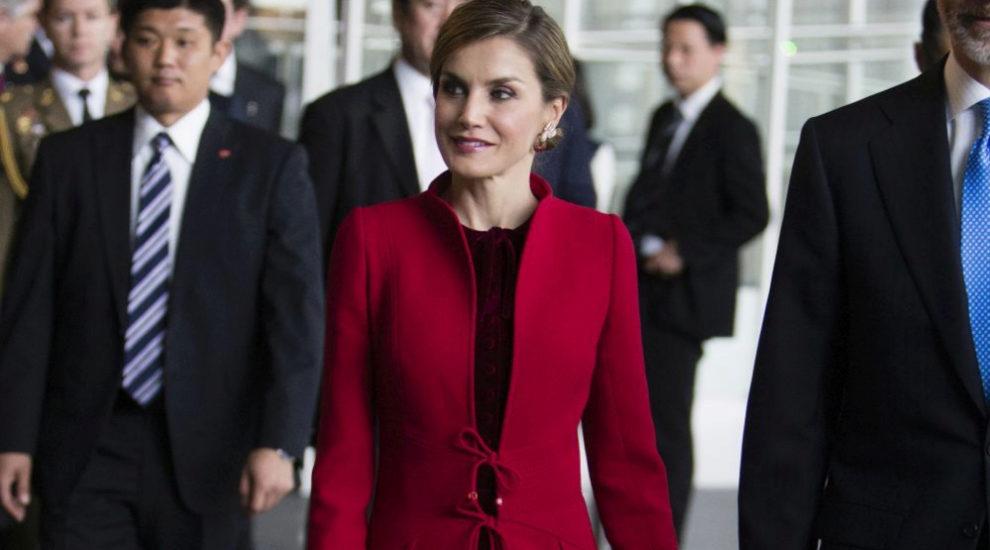 La Reina Letizia con uno de sus estilismos en Japón