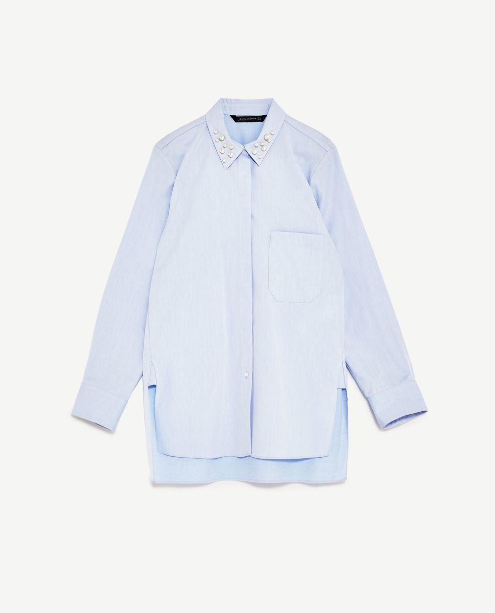 Camisa oversize con perlas. De Zara (39,95 euros).