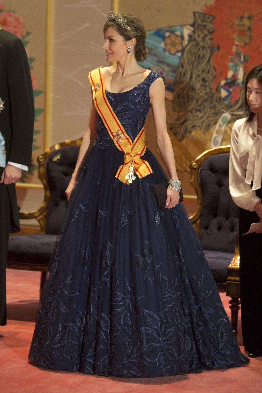 La Reina Letizia repite el vestido de Felipe Varela para la cena de...