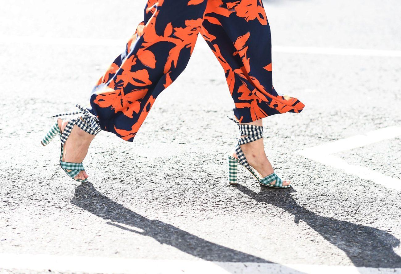 El gesto de hacer una lazada en tus zapatos suma puntos esta...