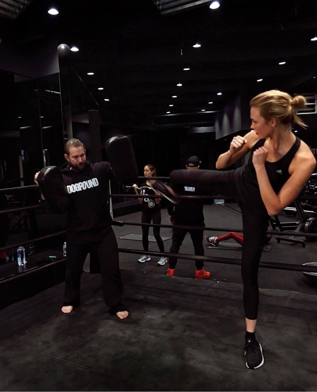 Karlie Kloss en su sesión de workout diaria