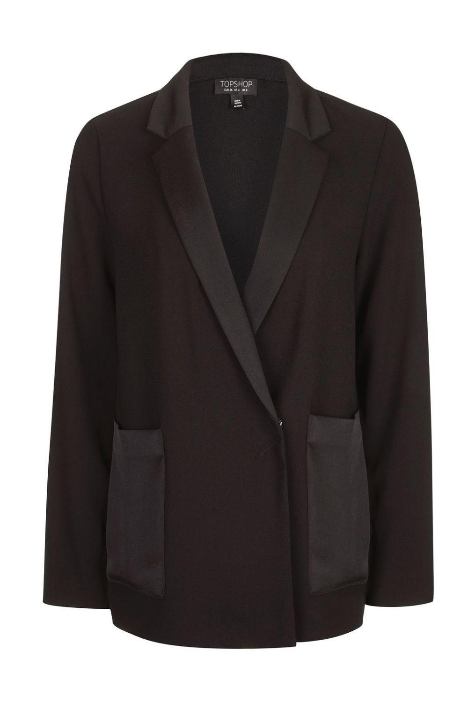 Blazer con bolsillos y cuellos de satén. De Topshop (68 euros)