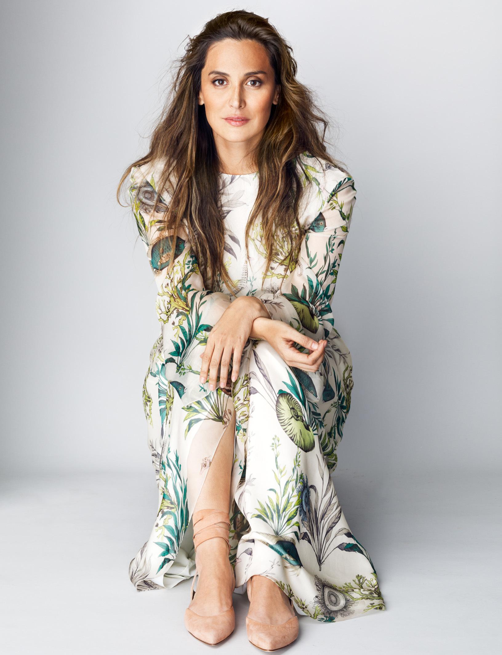 Tamara Falcó con vestido de estampado marino de Jorge Vázquez y...