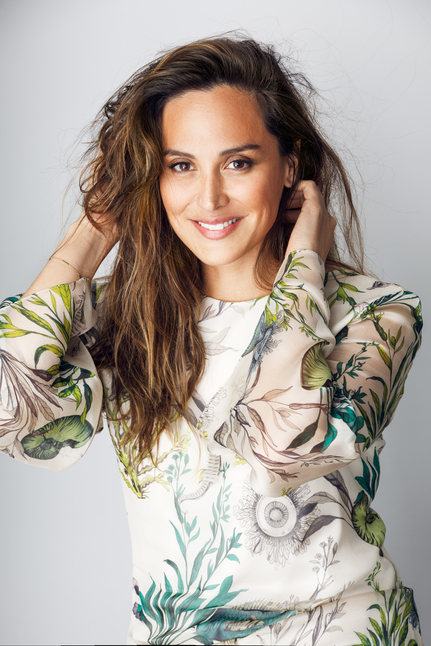 Tamara Falcó con vestido de estampado marino de Jorge Vázquez.