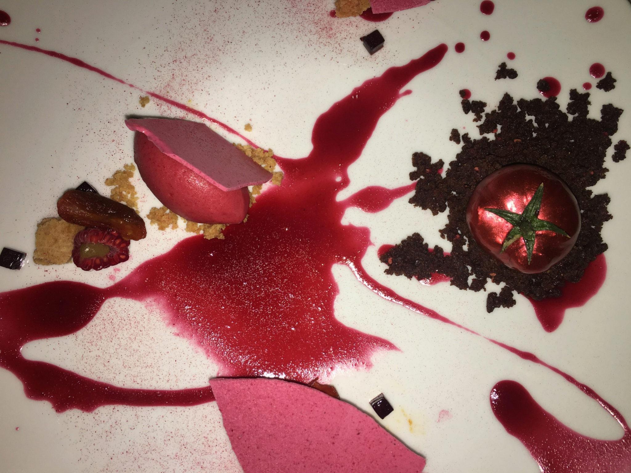 el postre del menú fue el famoso tomate nitro de Dani García pero en...