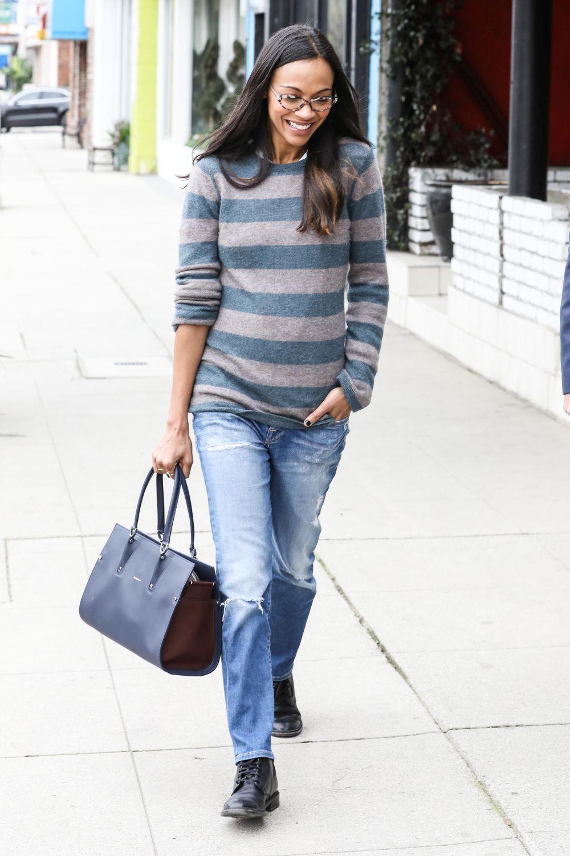 Zoe Saldana con el nuevo modelo de bolso de Longchamp