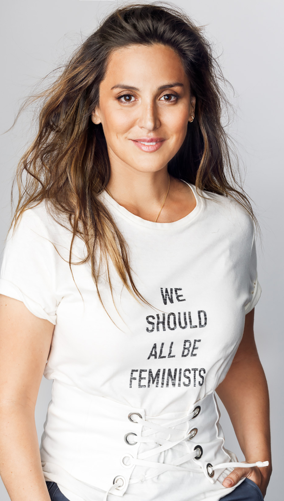 "Tamara Falcó con la camiseta icono de Dior ""We should all be..."