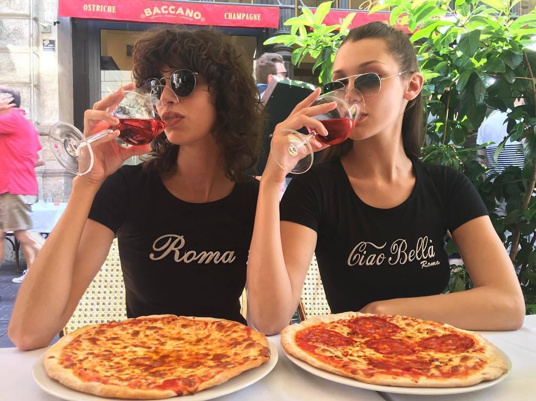 Bella Hadid sabe cómo disfrutar de una buena pizza
