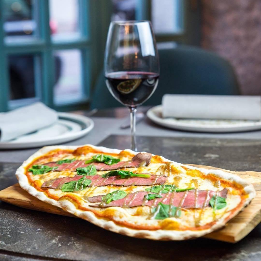 Pizza + el mejor vino en 'Fina Catalina'
