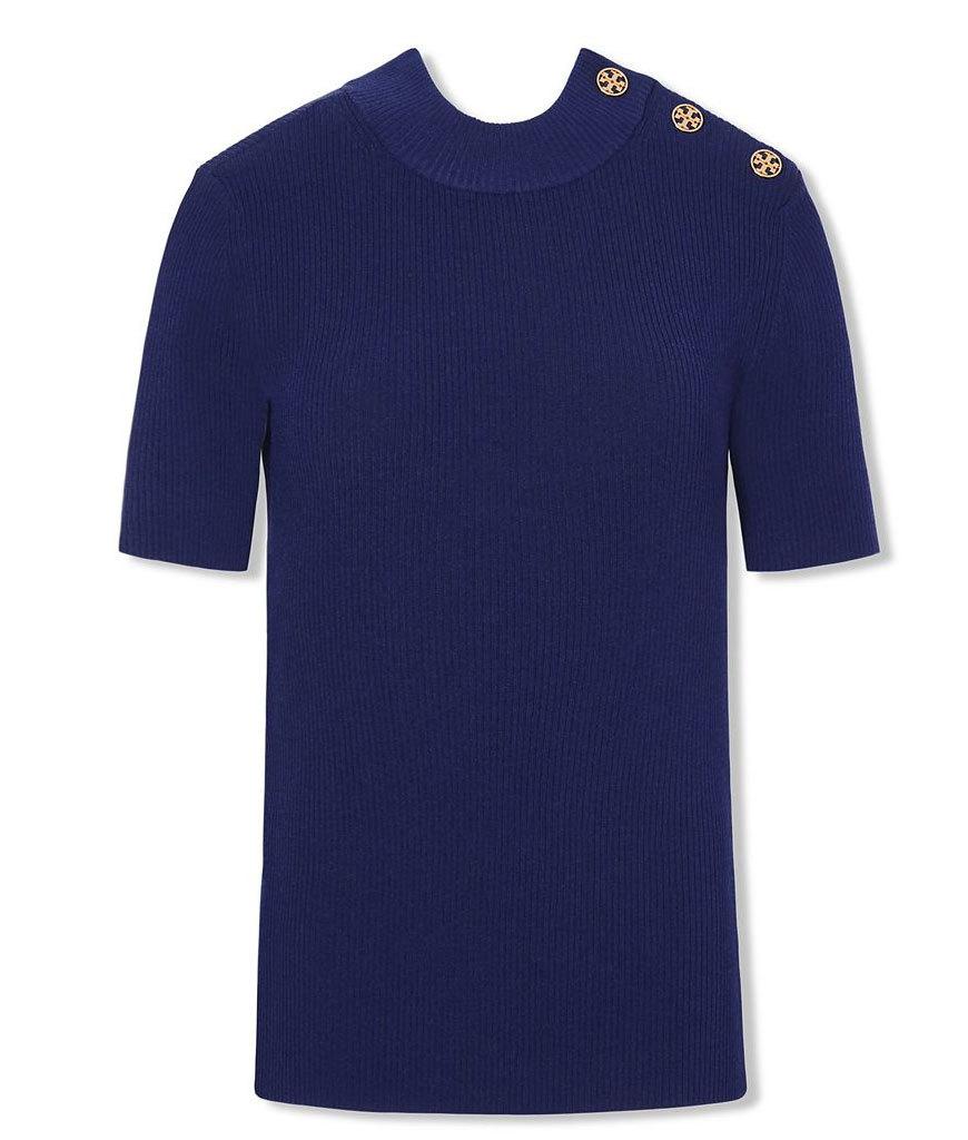 Camiseta con botones laterales. De Tory Burch (260 euros)