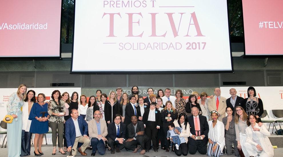 Foto de familia de los premiados, patrocinadores y jurado de los...
