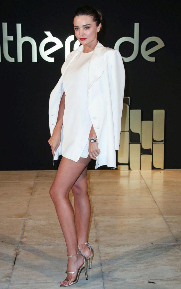 Miranda Kerr apostó por el vestido mini.