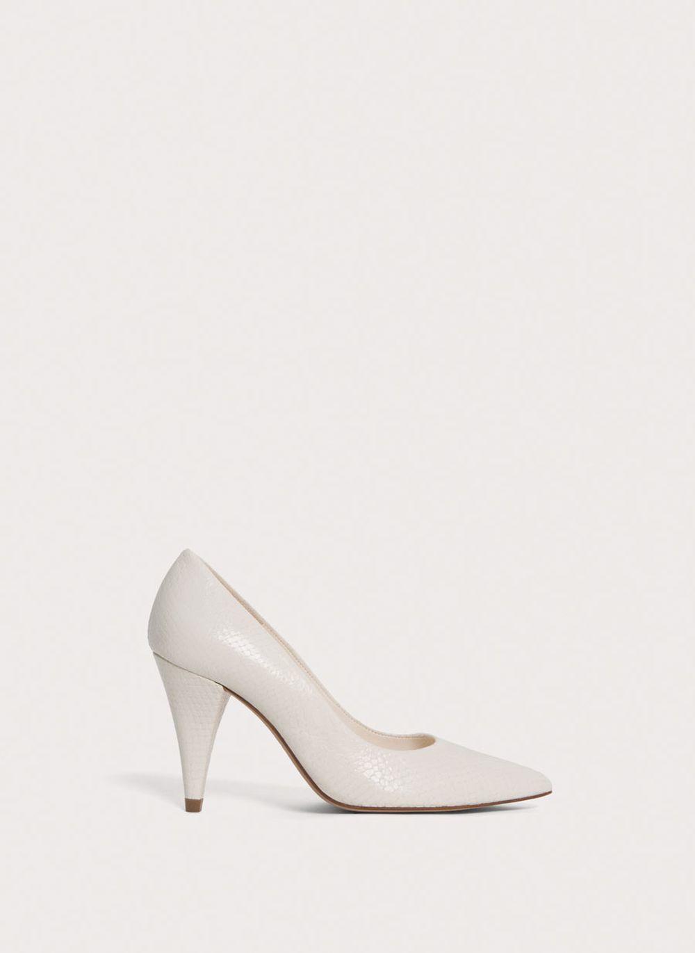 Zapato de punta. De Uterqüe (89 euros).
