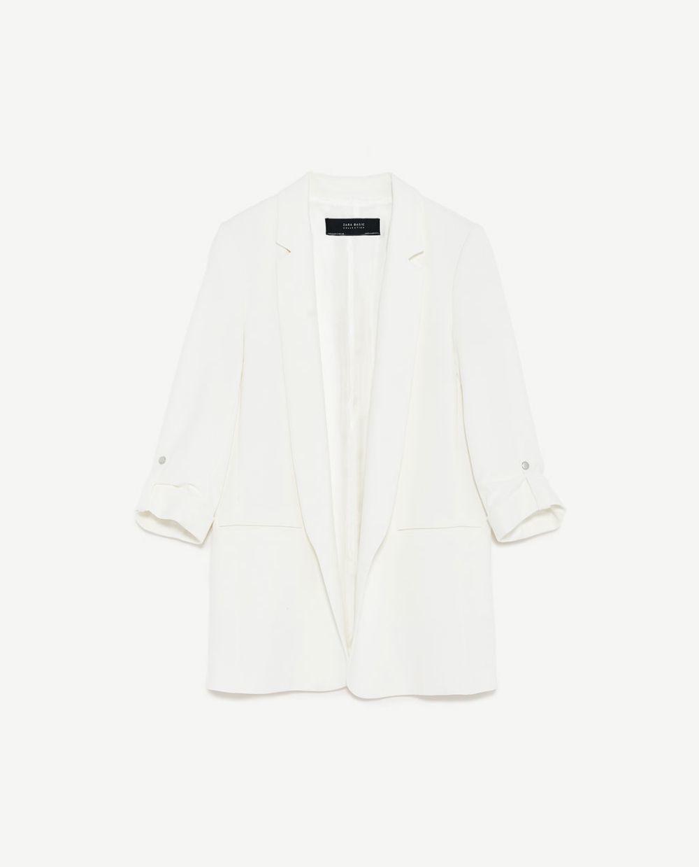 Blazer blanco roto. De Zara (39,95 euros).