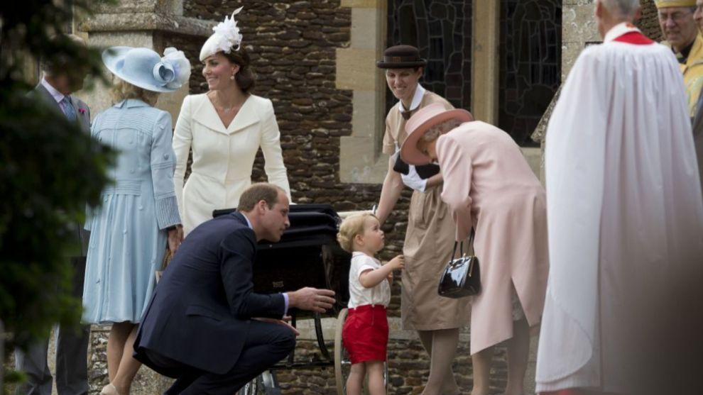 La familia real en el bautizo de la princesa Charlotte de Cambridge