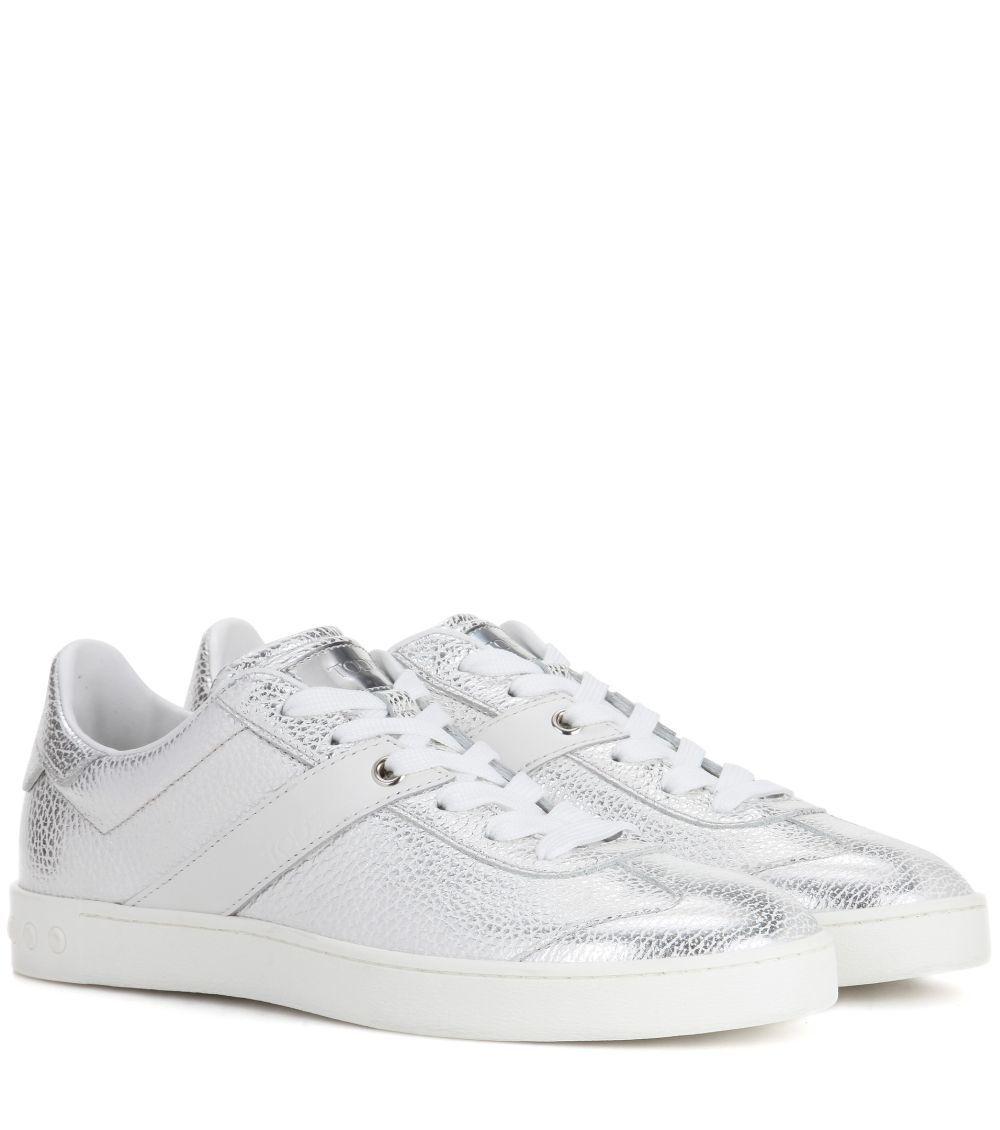 Sneakers plateadas. De Tod's (420 euros).