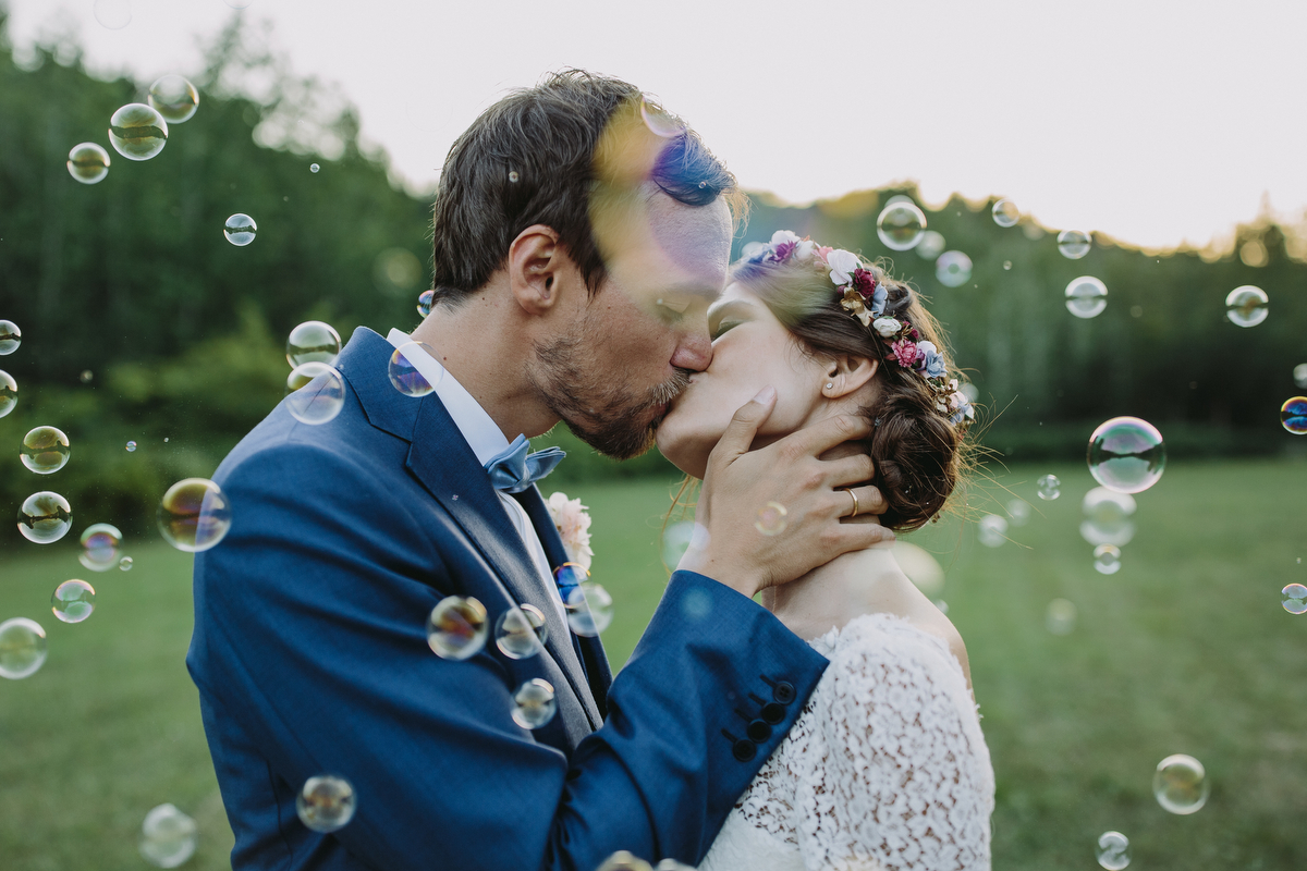 Iris y Dominik se casaron en una boda llena de encanto y de aires...