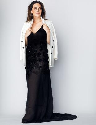 Tamara Falcó lleva vestido negro con bordados en azabache de JORGE...