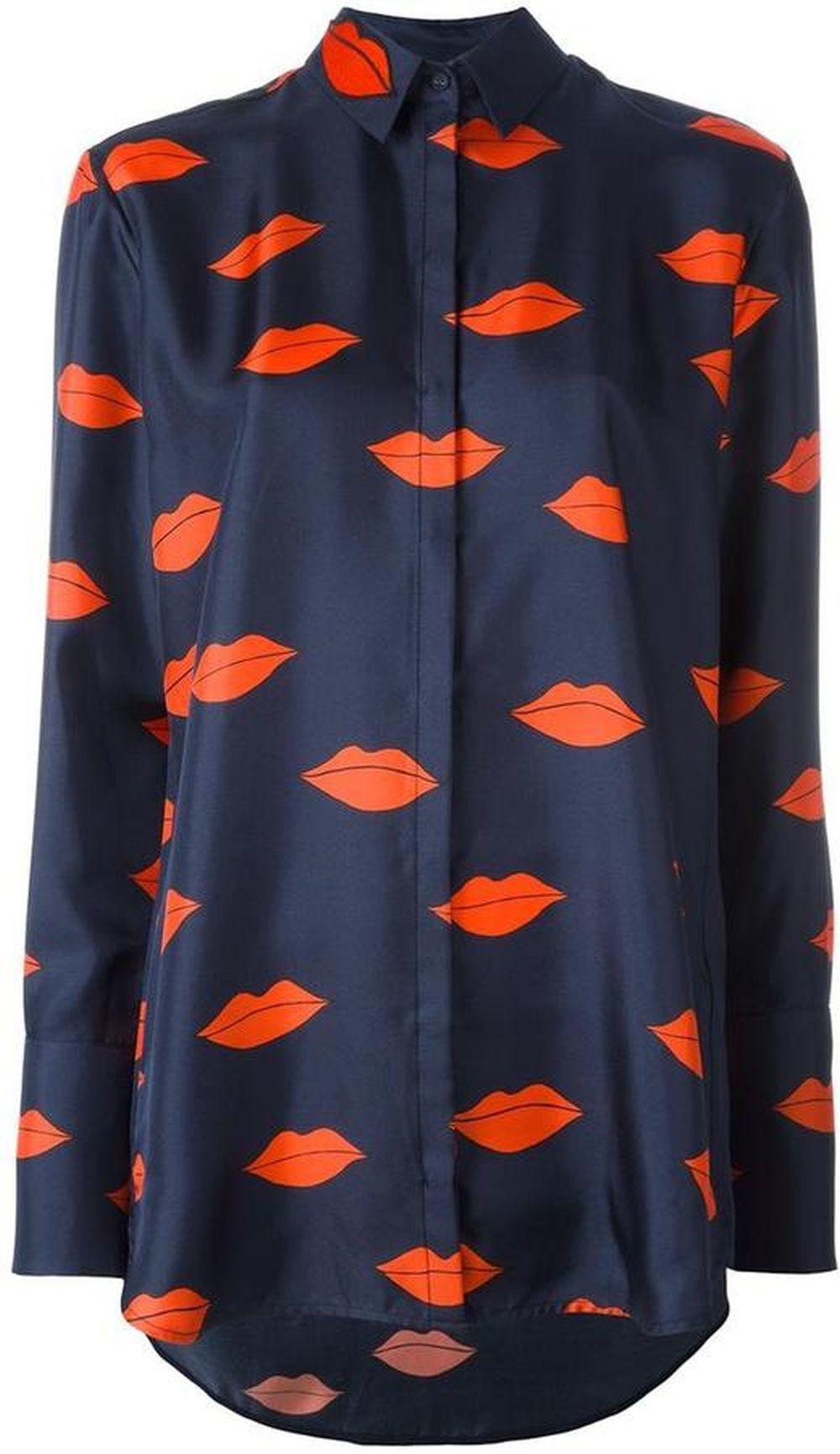 Camisa de Victoria Beckham vía Stylebop. 389 euros.