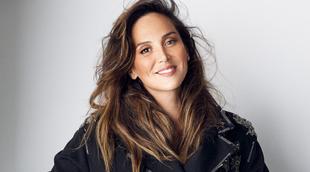 Tamara Falcó lleva chaqueta de FAY y medias de CALZEDONIA.