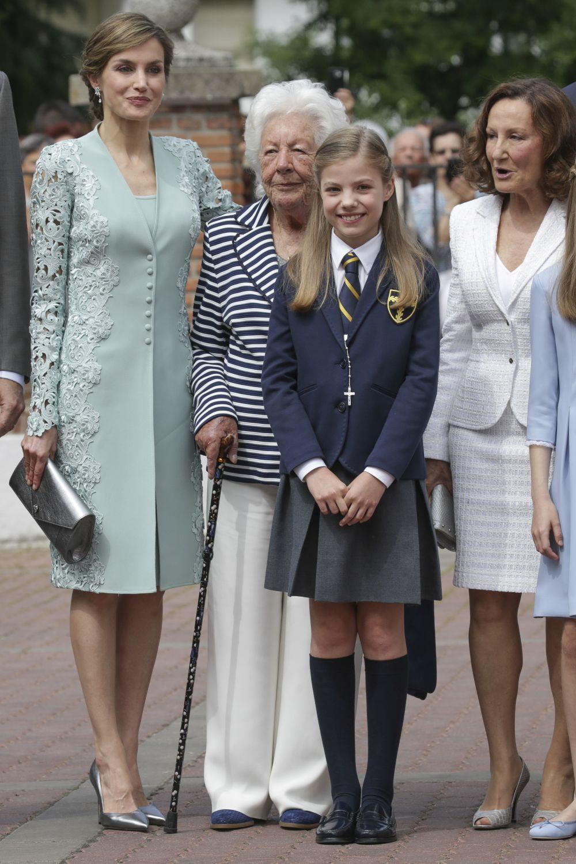 Doña Letizia fiel a su estilo en la Primera Comunión de la infanta...