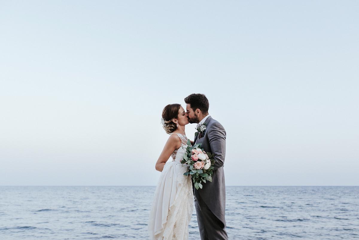 Alejandra y Alberto se casaron en una romántica ceremonia junto al...