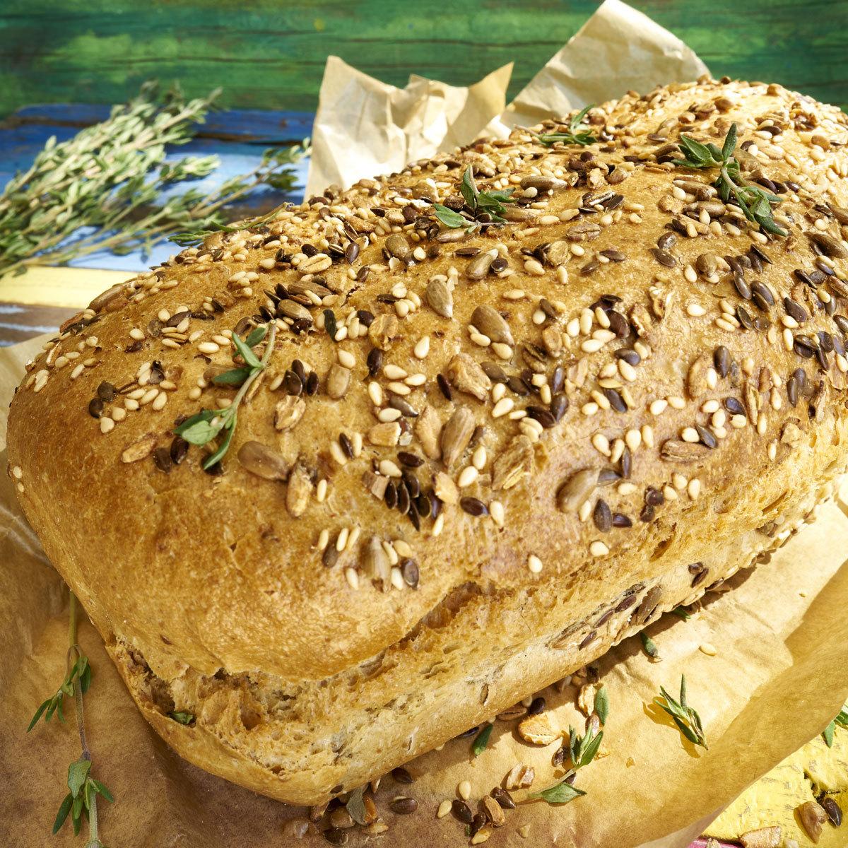 Hogaza de pan de semillas y tomillo