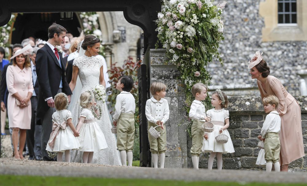 Pippa Middleton y James Matthews, con Kate Middleton